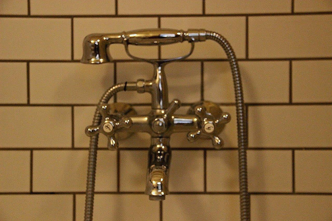 Nostalgie im Badezimmer | 6 Grad Ost