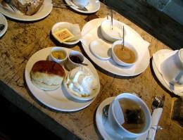 Scones und Tee im Coffyn