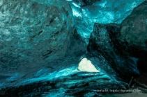 Tief in der Höhle leuchtet das Blau intensiver