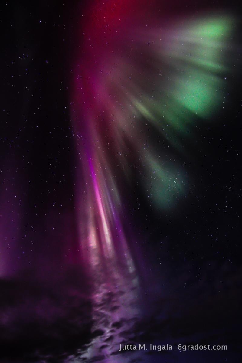 Polarlicht in Grün und Pink