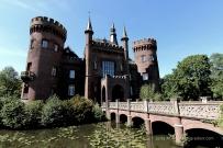 Hat nur dekorative Funktion: die Brücke über den Schlossgraben