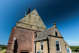 Die Kirche, wo Muscheln die Pfade säumen