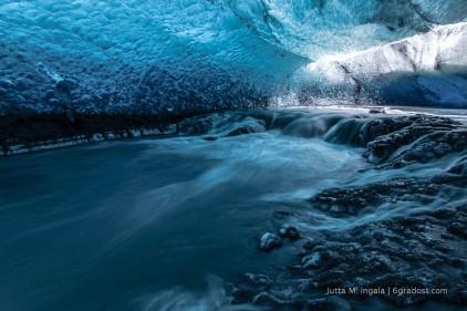 Wasserfall in der Eishöhle