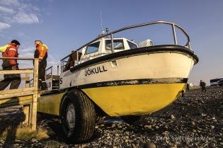 Im Amphibienfahrzeug zwischen Eisbergen kreuzen