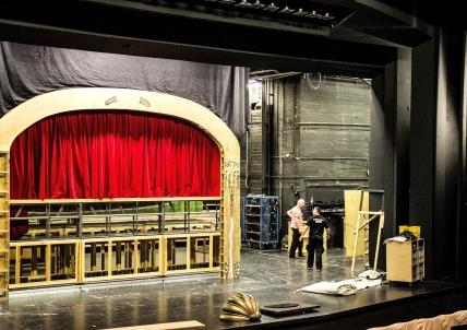 Bühnenbild im Aufbau