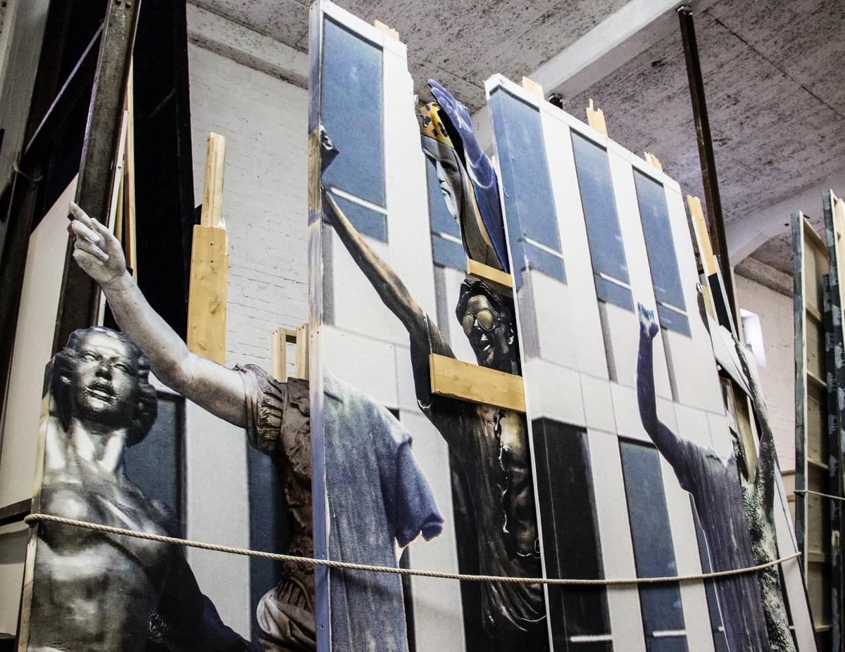 Bühnenbilder entstehen in kunstvoller Handarbeit