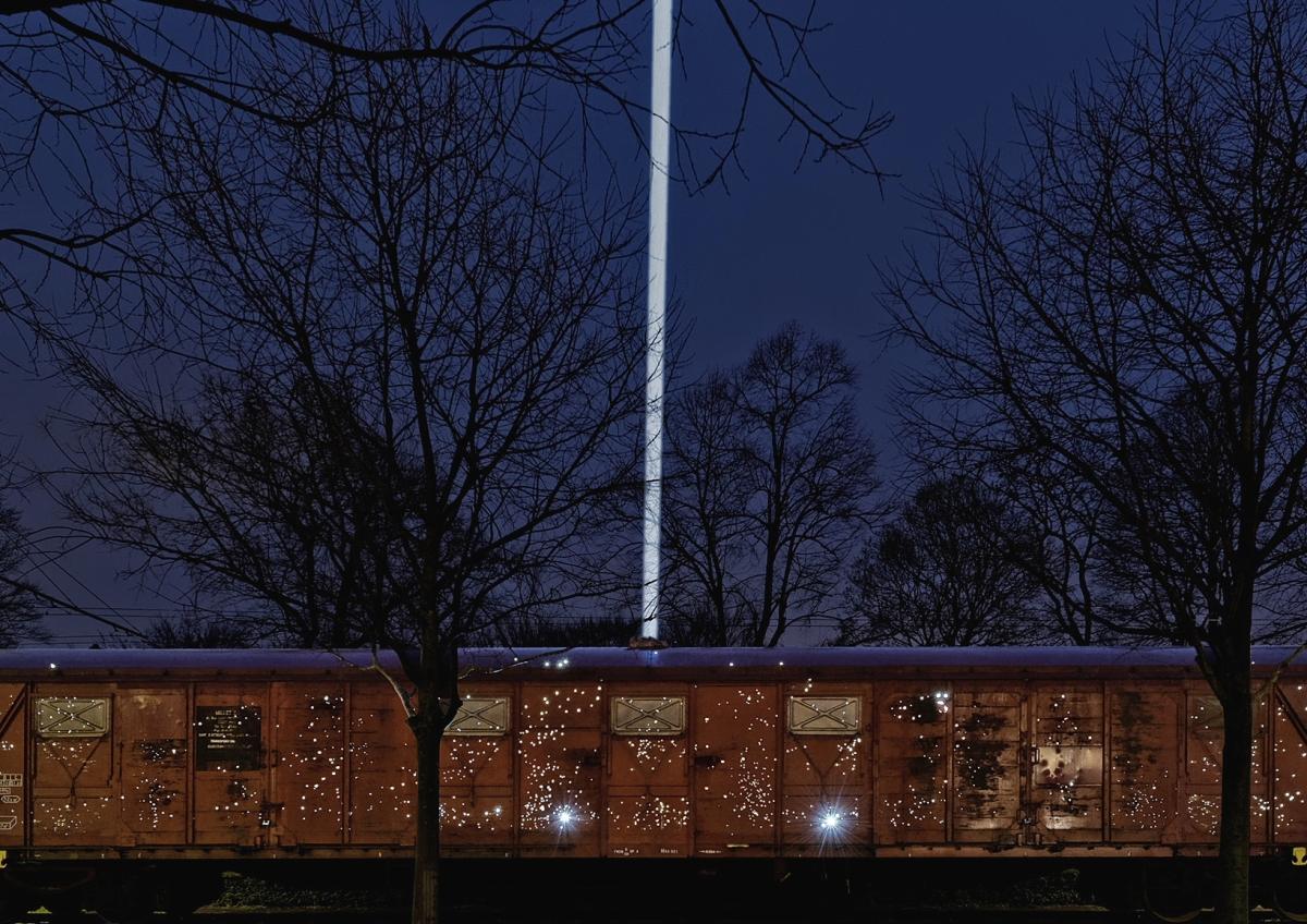 Night train - Foto von Blaise Adilion