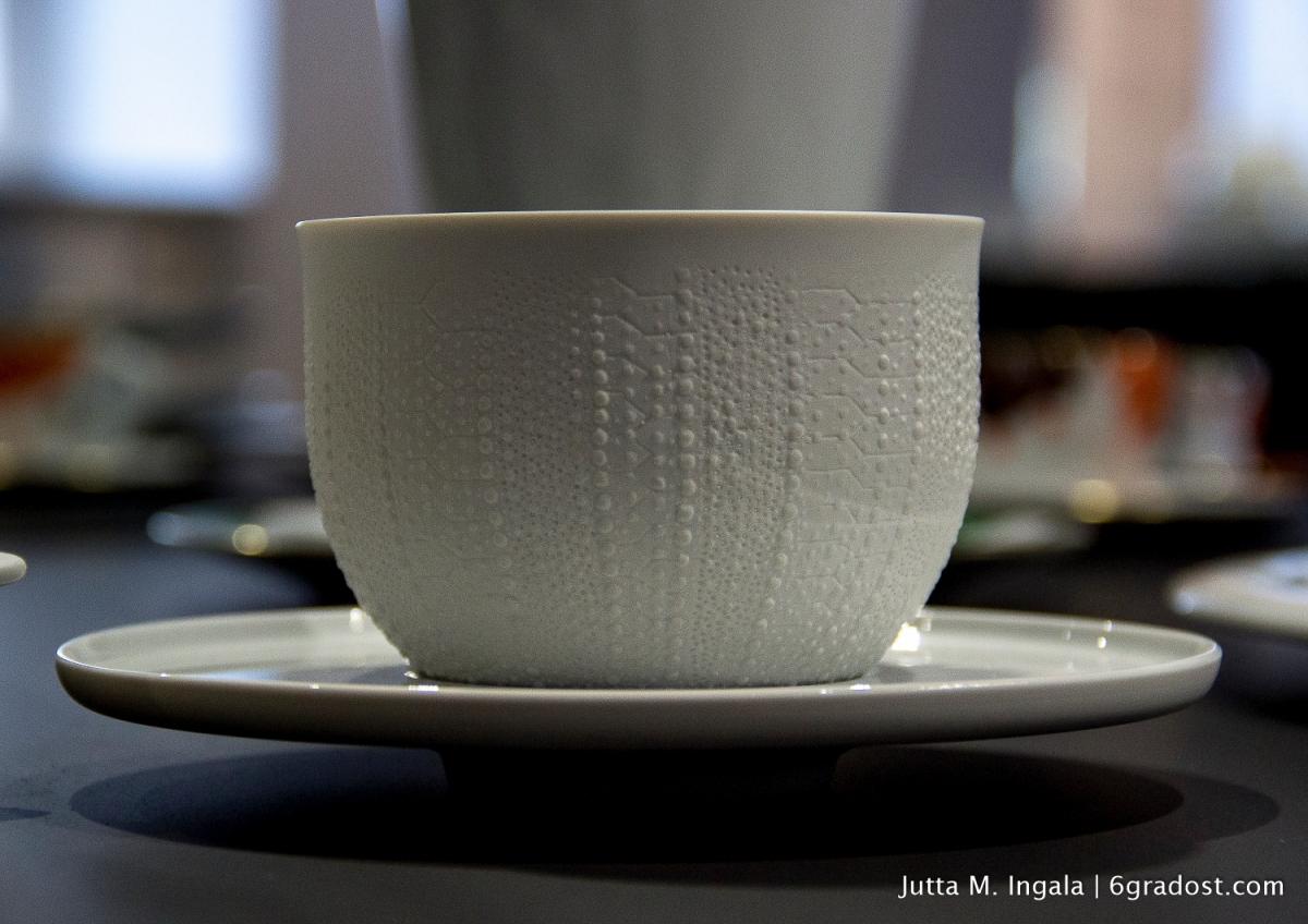 Sinnlich: die Porzellanoberfläche zitiert Muster der Schale eines Seeigels