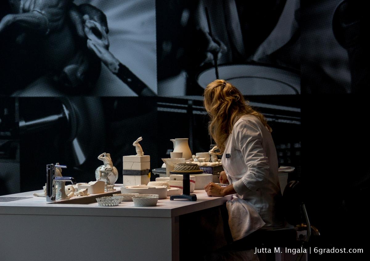 Erfahrene Porzelliner zeigen wie Durchbruchporzellan entsteht