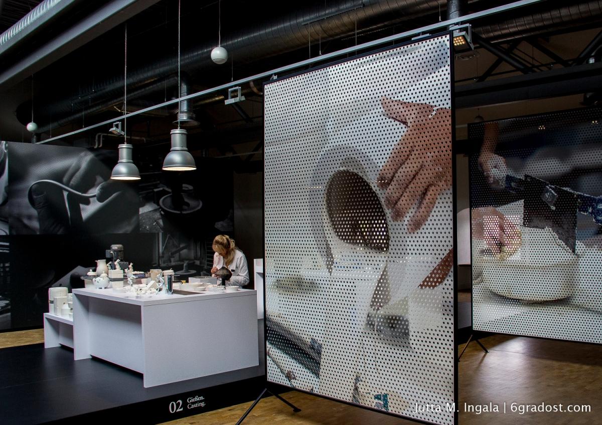 Wo Besucher Experten über die Schulter schauen und selbst Porzellan bemalen können