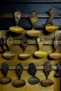 Kunstvoll geschnitzte Löffel
