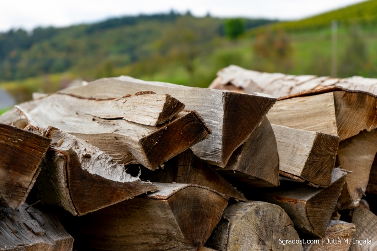 Holz für Winterwärme im Tal