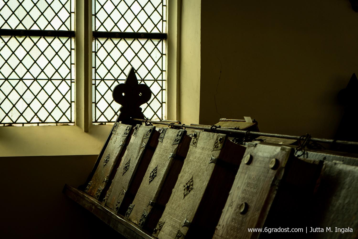500 Jahre alte Bücher in der Kettenbibliothek De Librije