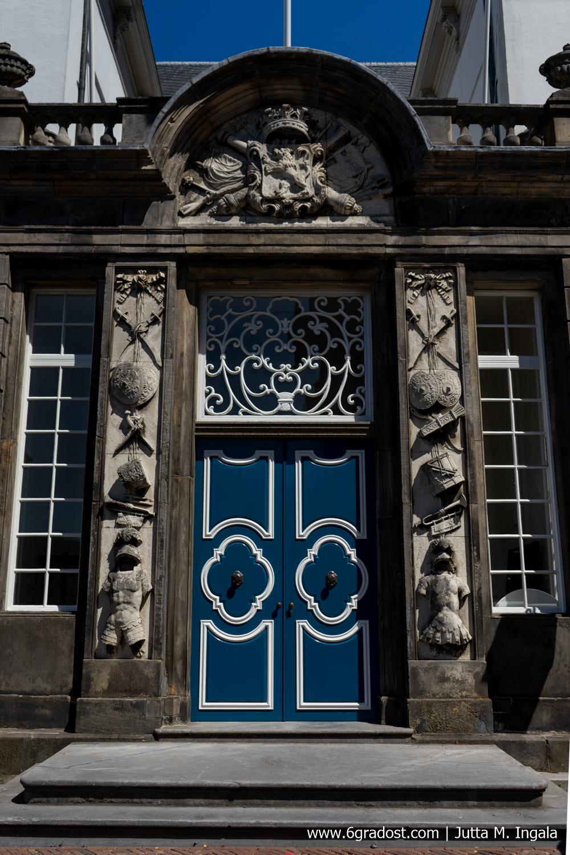 Prächtiges Portal am alten Rathaus in Zutphen